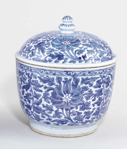 A BLUE AND WHITE DEEP BOWL AND