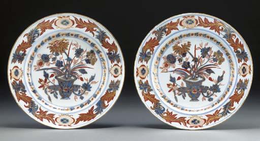 A pair of Meissen imari-patter