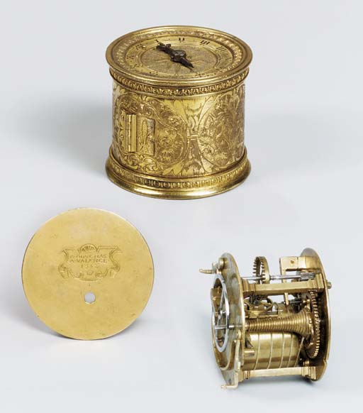 An engraved gilt-metal small t