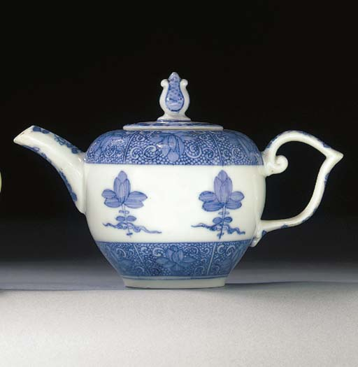 A Meissen blue and white bulle