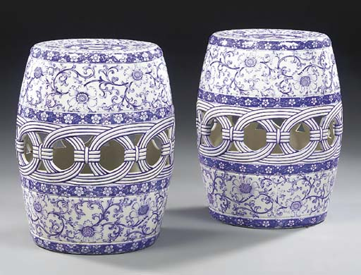A pair of Minton blue and whit