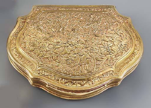 A GOLD SNUFF-BOX