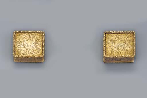 A George IV set of gold vinaig