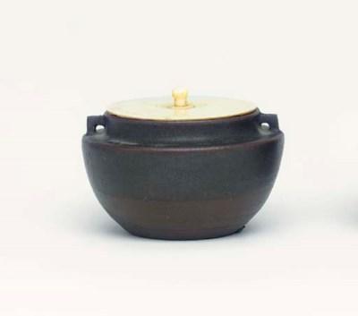 A Bizen Chaire [Tea-Caddy]