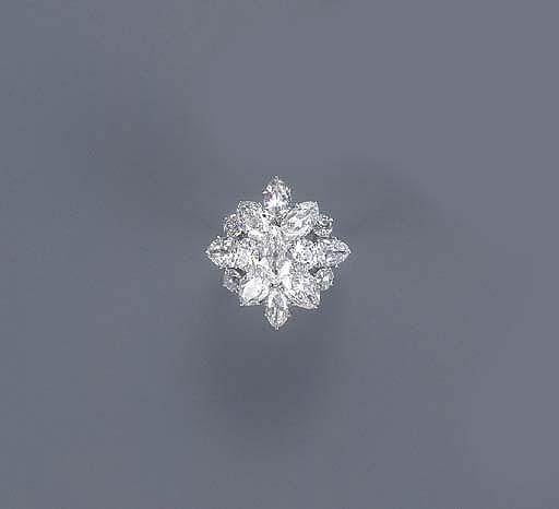 A DIAMOND CLUSTER RING, MOUNTE