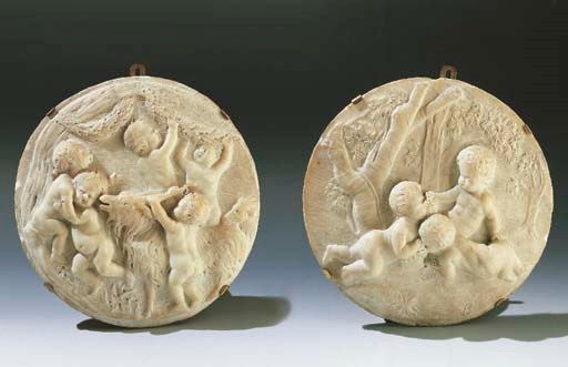 A PAIR OF CARVED MARBLE ROUNDE