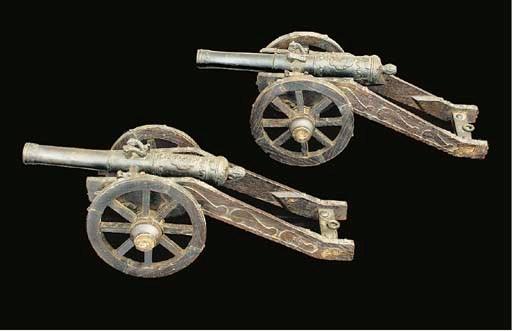 A PAIR OF MODEL FIELD GUNS