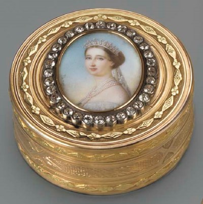 A SWISS TWO-COLOUR GOLD BOÎTE-
