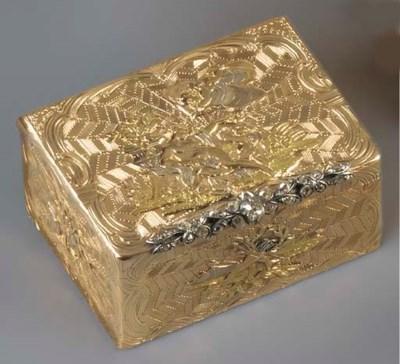 A SWISS VARI-COLOUR GOLD SNUFF