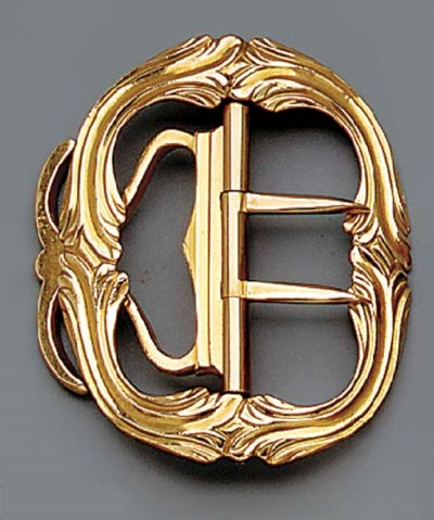 A SMALL LOUIS XV GOLD BUCKLE