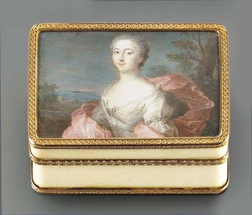 A LOUIS XV GOLD-MOUNTED IVORY SNUFF-BOX SET WITH A MINIATURE