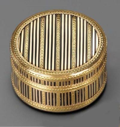 A LOUIS XVI TWO-COLOUR GOLD PI