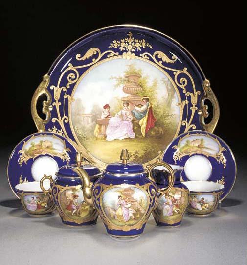 A Continental porcelain blue-g