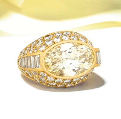 An oval diamond single stone r