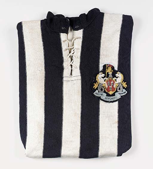 A black and white Newcastle Un