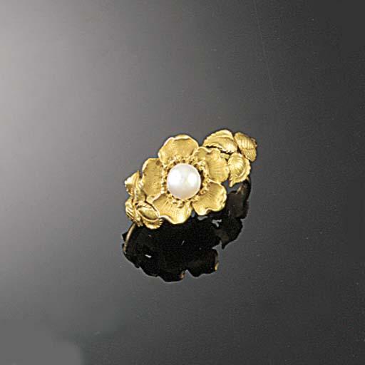 A French gold Art Nouveau flor