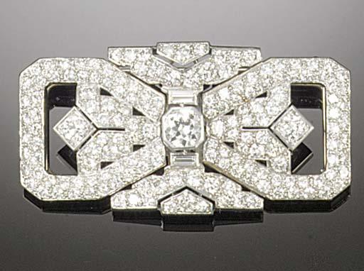 An Art Deco diamond double clip brooch,