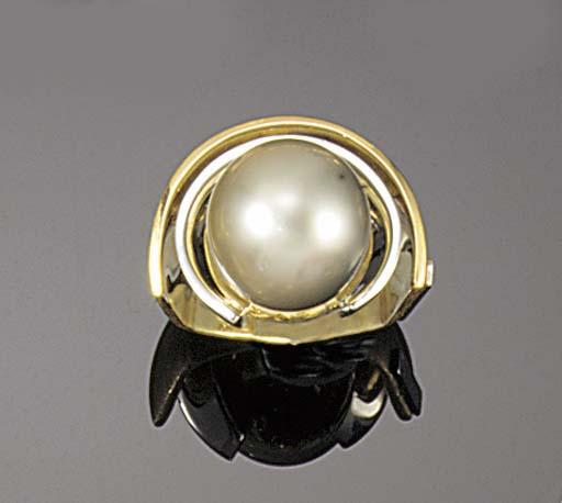 A light grey cultured pearl ri