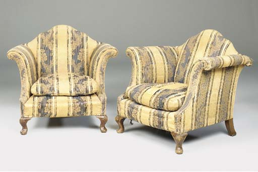 AN UPHOLSTERED THREE PIECE SUI