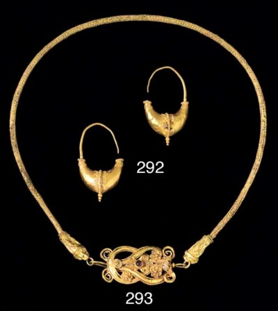 A GREEK GOLD NECKLACE