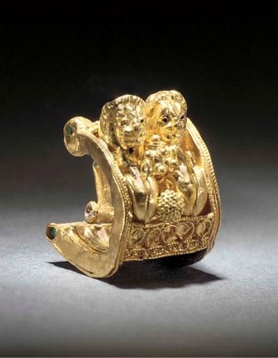 AN ETRUSCAN GOLD A BAULE EARRI