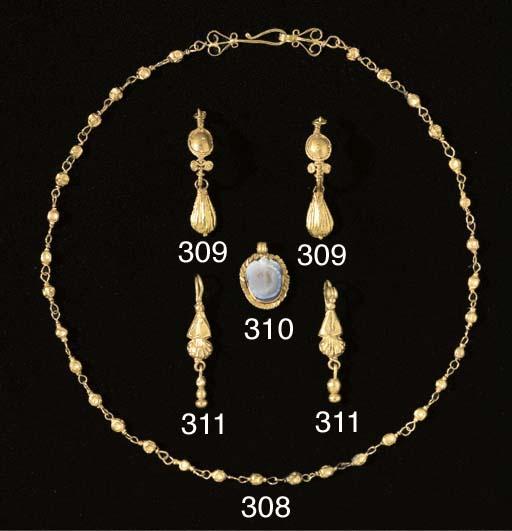 A ROMAN GOLD NECKLACE