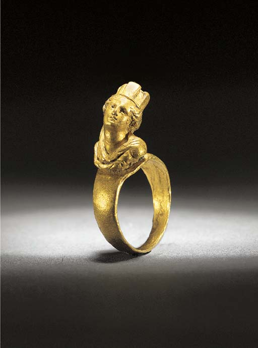 A ROMAN SOLID GOLD RING WITH B