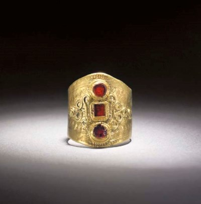 AN EARLY ANGLO-SAXON GOLD AND