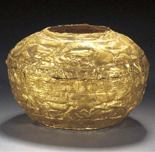A GRAECO-PERSIAN SHEET GOLD VE