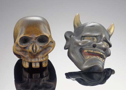 A wood skull netsuke 19th Cent