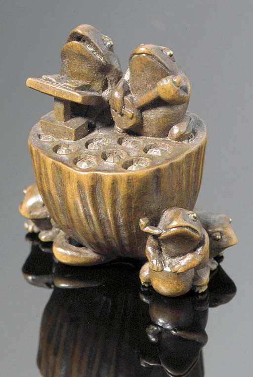 A boxwood netsuke of a frog or