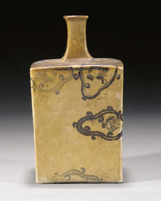 A Kiyomizu sake bottle Edo Period, 19th Century
