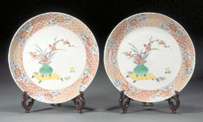 A pair of Kakiemon style dishe