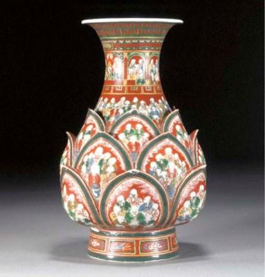 A Kutani moulded bottle vase E
