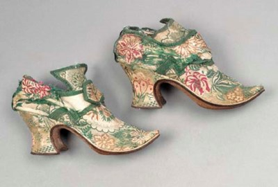 A pair of buckle shoes, of gre