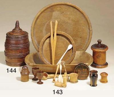 An elm tobacco jar, 19th centu