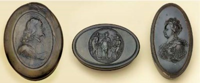 An English pressed horn snuff