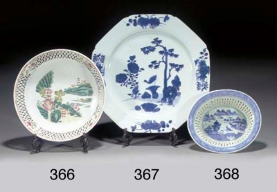 A CHINESE BLUE AND WHITE PIERC