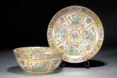 A CANTONESE BOWL AND STAND 19T
