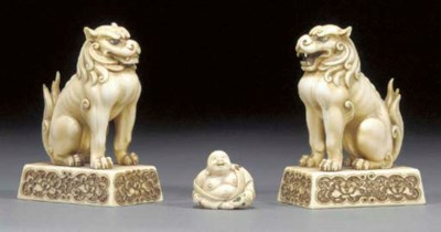 A pair of Japanese ivory model