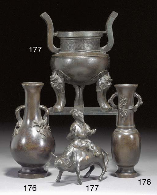 Two Chinese bronze vases Ming