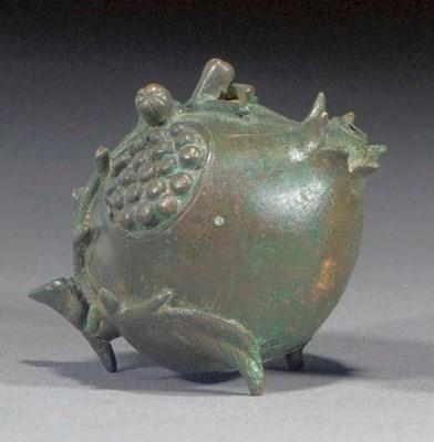 A Chinse bronze water dropper