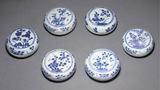 Fourteen Chinese blue and whit