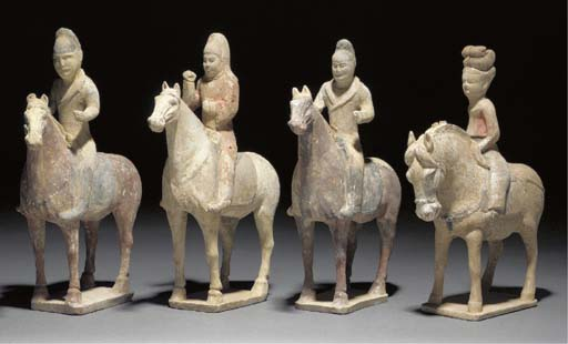 Four Tang painted pottery hors