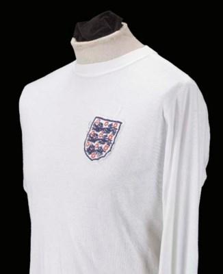 A white England Internationl s