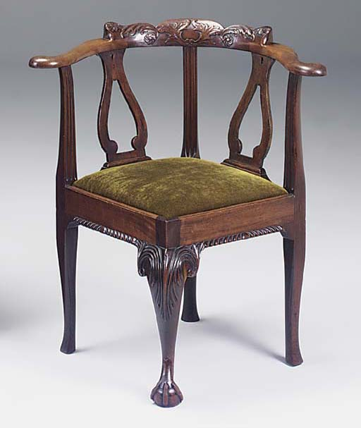 A CARVED MAHOGANY CORNER ARMCHAIR, 19TH CENTURY IN THE GEORGIAN STYLE