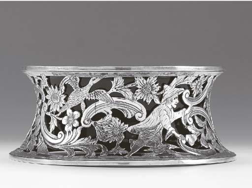 A SILVER DISH RING