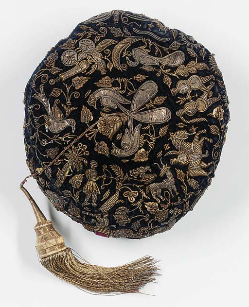 An embroidered cap of black ve
