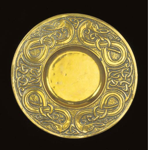 A SCOTTISH BRASS CHARGER Iona,