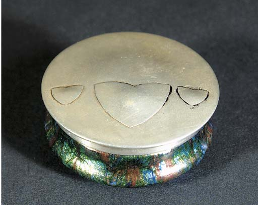 A SILVER AND ENAMEL PILL BOX D